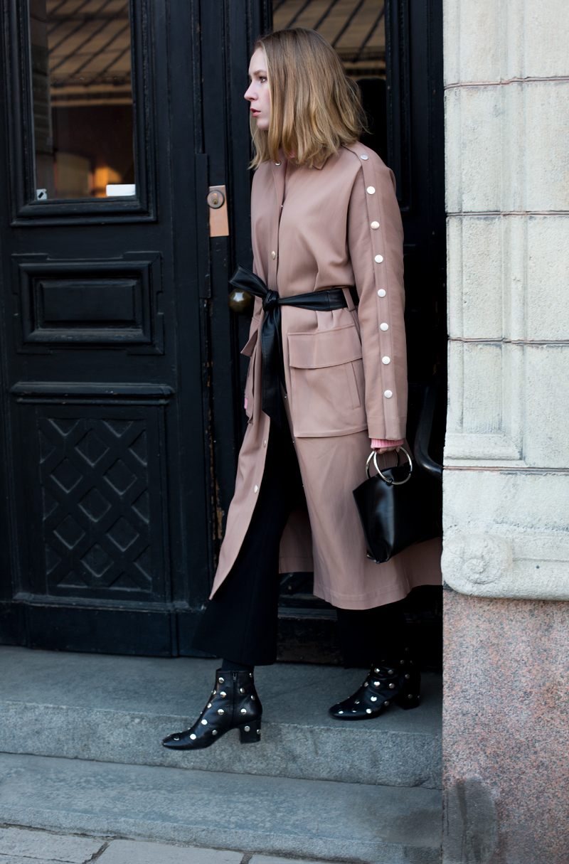 Carolina Engman in Tibi trenchcoat