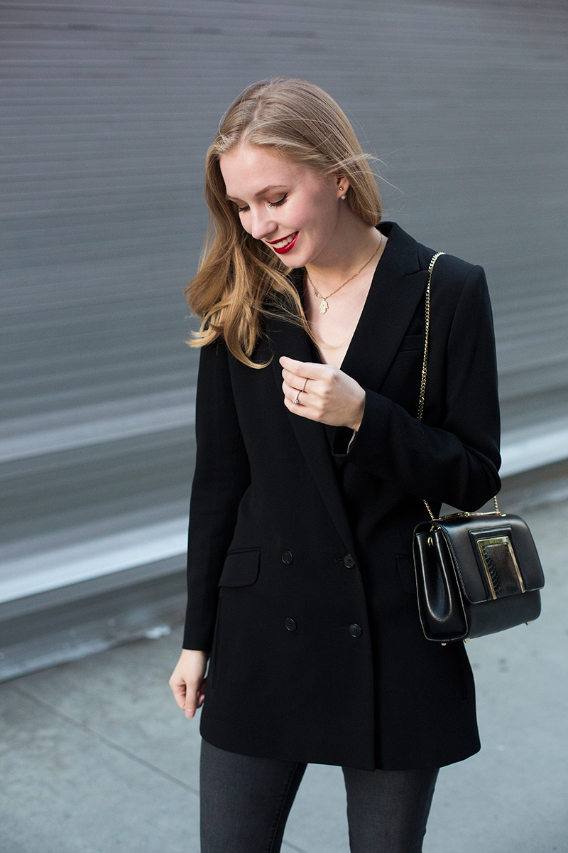 Black jacket (via fashions