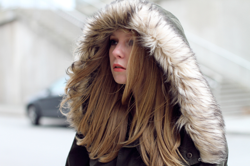carolina engman, fashionsquad, outfit, parka, hair, makeup,