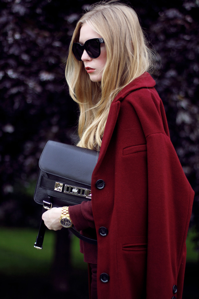 dagmar, coat, burgundy, wool, cashmere, total burgundy look, monocrome, proenza schouler ps11, topshop jeans, celine audrey sunglasses, fashionsquad, carolina engman, outfit