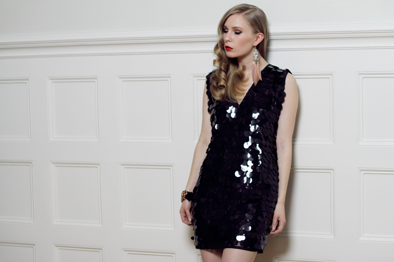carolina engman, gina tricot, dress, photoshoot, sequin dress, new years dress, backstage