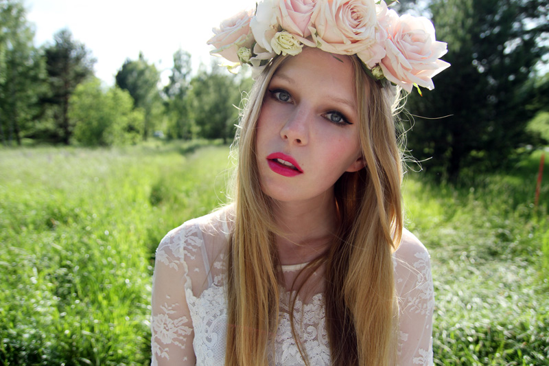 Carolina engman, midsummer, flower crown, headpiece, makeup, ida sjöstedt