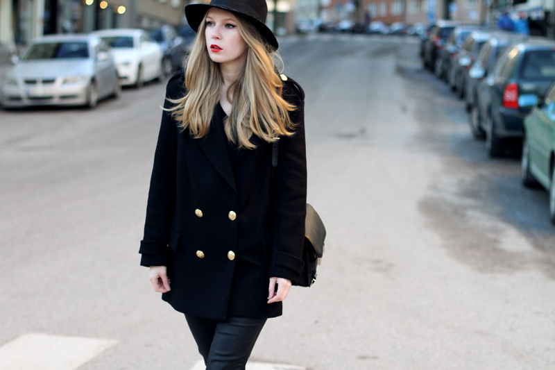 carolina engman, zara coat, H&amp;M hat, proenza schouler ps11, red lips, outfit, fashion blog
