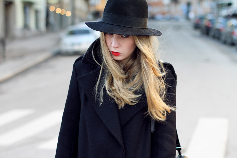 carolina engman, outfit, divided hat, black hat, zara coat, red lips