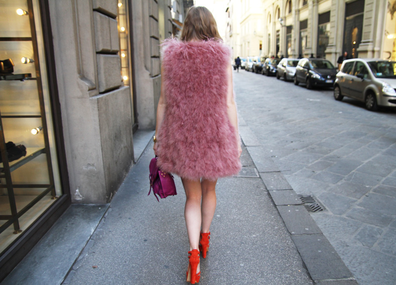 Carolina Engman, fashionsquad, pink feather vest, orchid proenza schouler, orange Casadei sandals, outfit, firenze 4-ever