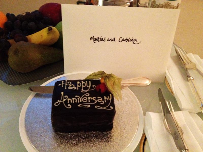 anniversary cake, browns hotel, fashionsquad