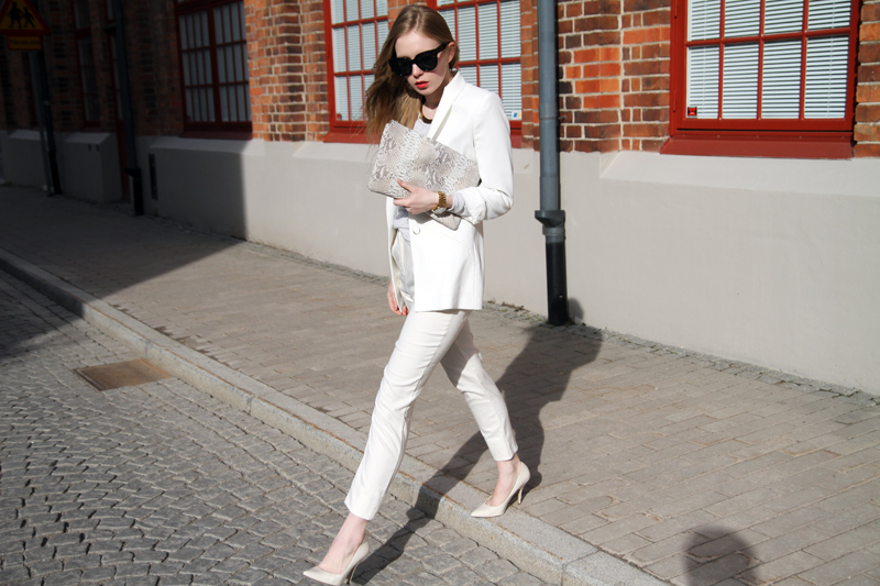 Carolina Engman, white suit, outfit, celine audrey sunglasses, total white look