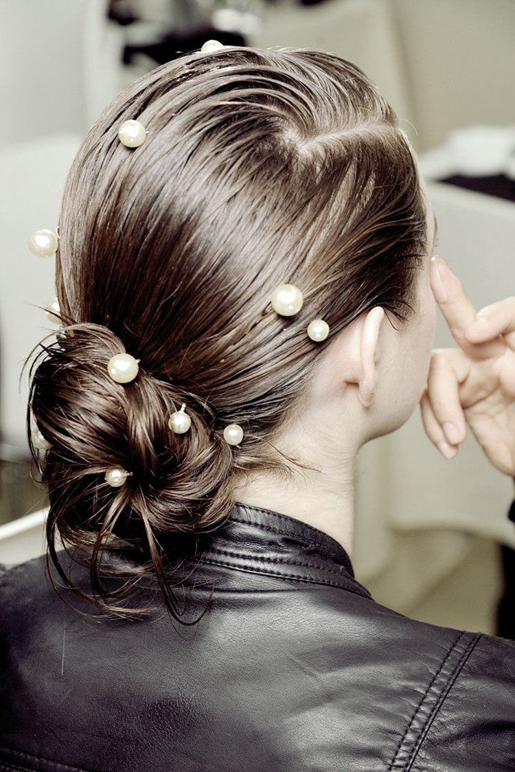 chanel pearl hairdo