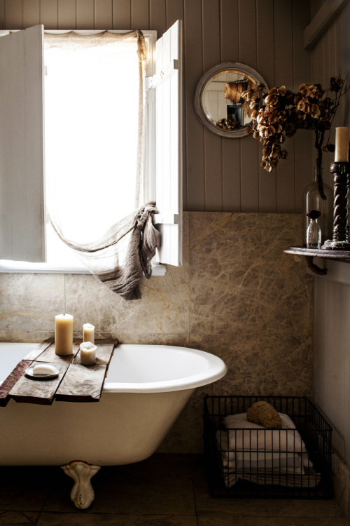 Kara Rosenlund's dreamy bathroom (via fashionsquad.com)