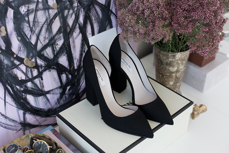 the perfect black pumps (via fashionsquad.com)